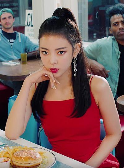 ITZY's 'Icy' MV Fashion Lia Look 1 in 2020