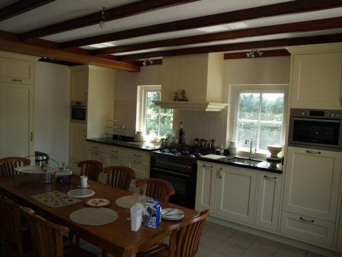 Vri interieur landelijke keuken klassiek creme wit met fornuis