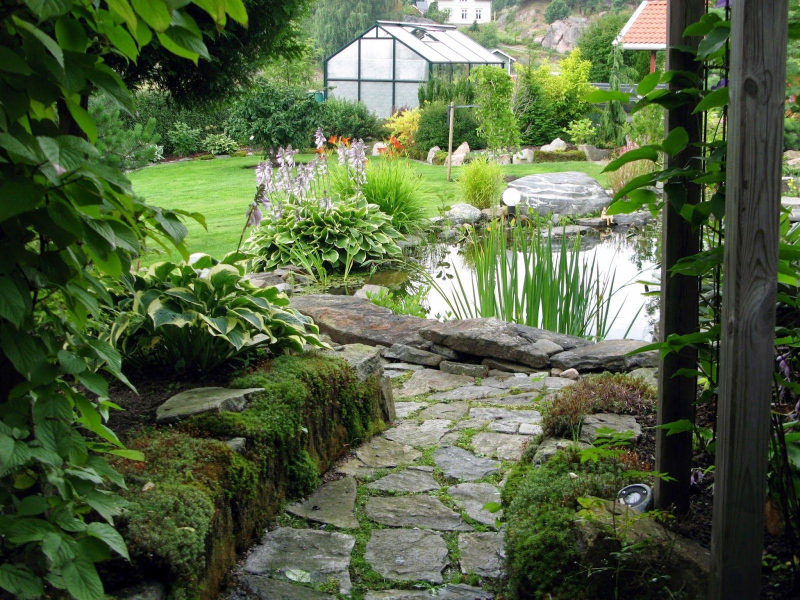 På denne siden forteller vi om hvordan vi laget hagen vår. Om planlegging og praktisk gjennomføring. Vi deler ideer, gode og dårlige erfar...