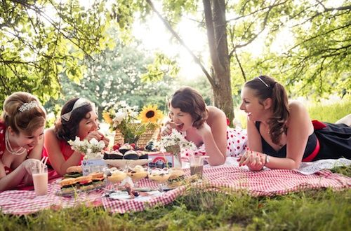 picknick with girlfriends.