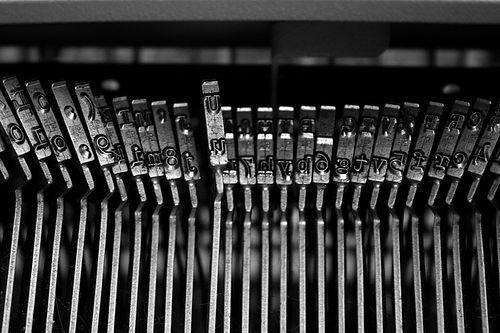 24111293_edb4db5b81_typewriter