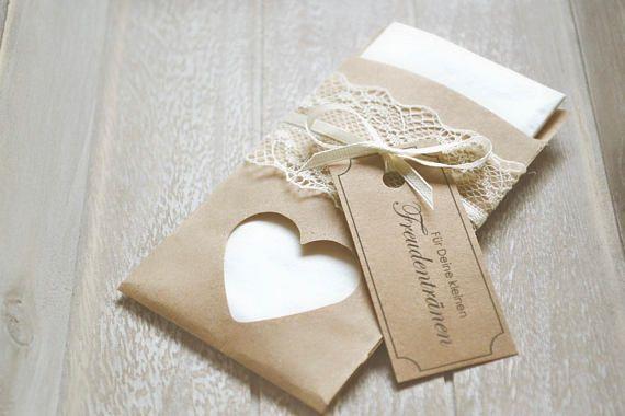 tears-handkerchiefs vintage-with heart with lace Freudentränen Taschentücher Vintage mit Herz mit SpitzeFreudentränen Taschentücher Vintage mit Herz mit Spitze