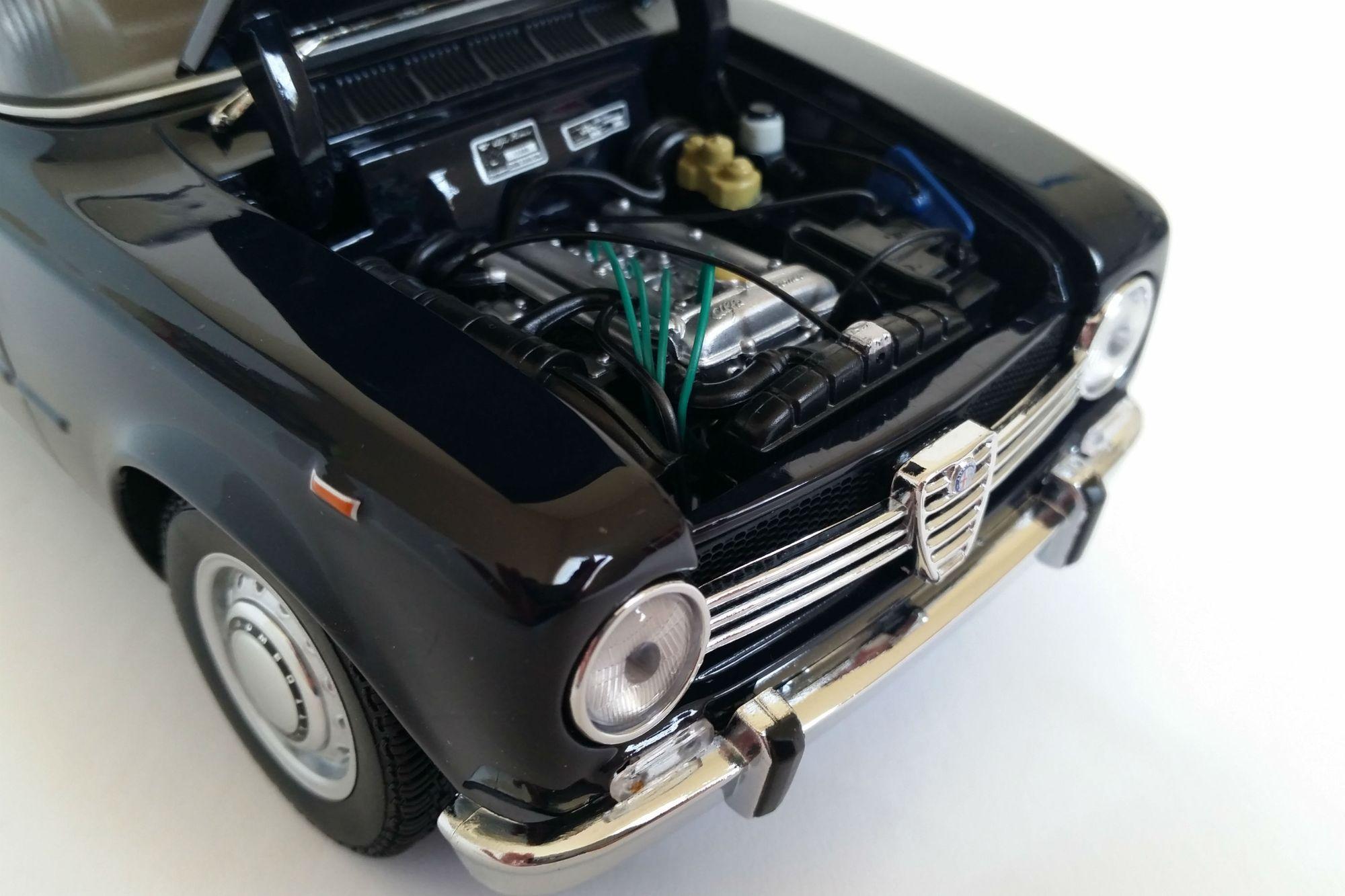 Alfa Romeo Giulia 1300 Sedan 1966 1 18 Scale Diecast Model Car By Minichamps Sports Cars Luxury Classic Cars New Sports Cars