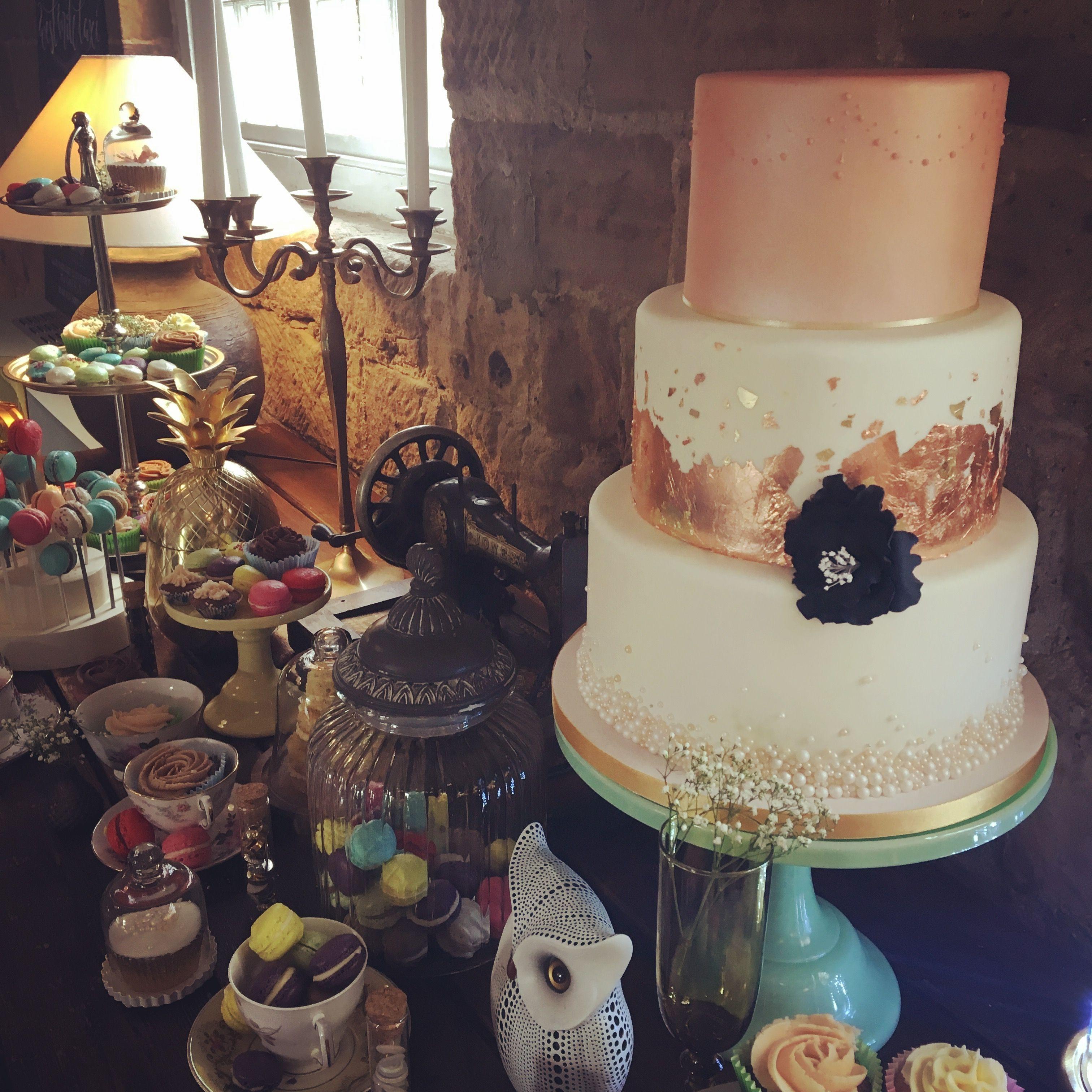 Modern Wedding Cakes on Instagram: Subtle, understated