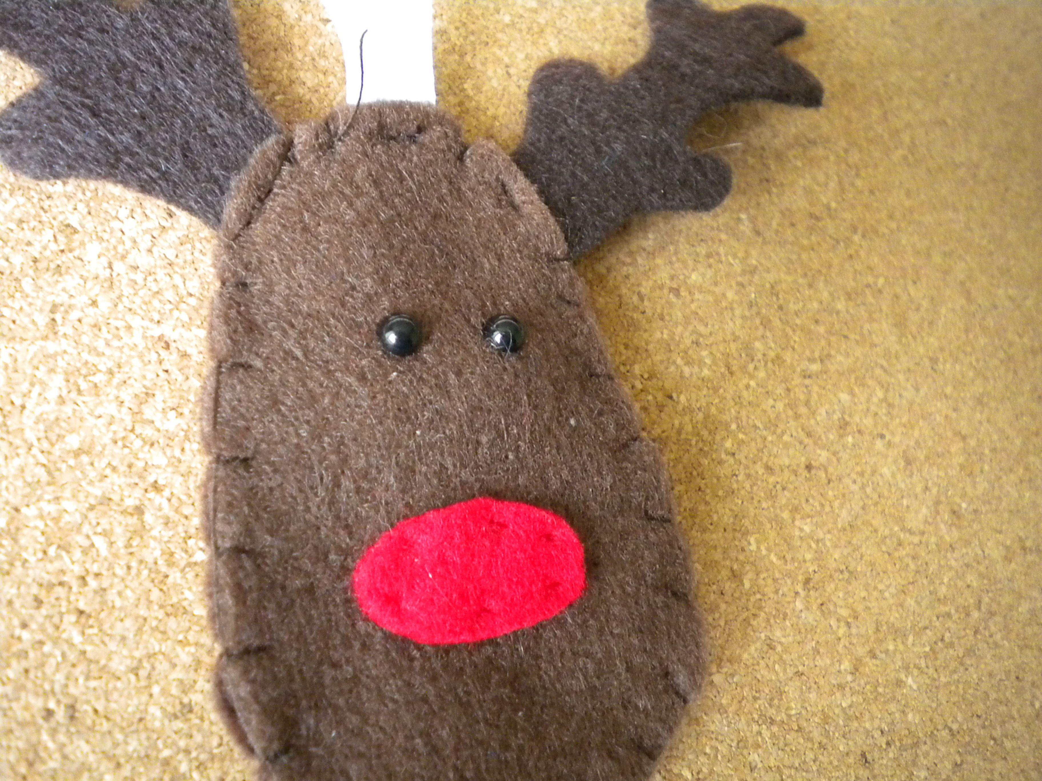 Cute felt reindeer ornament! I love the holidays :)  http://www.etsy.com/listing/112108555/cute-reindeer-hand-sewn-felt-holiday