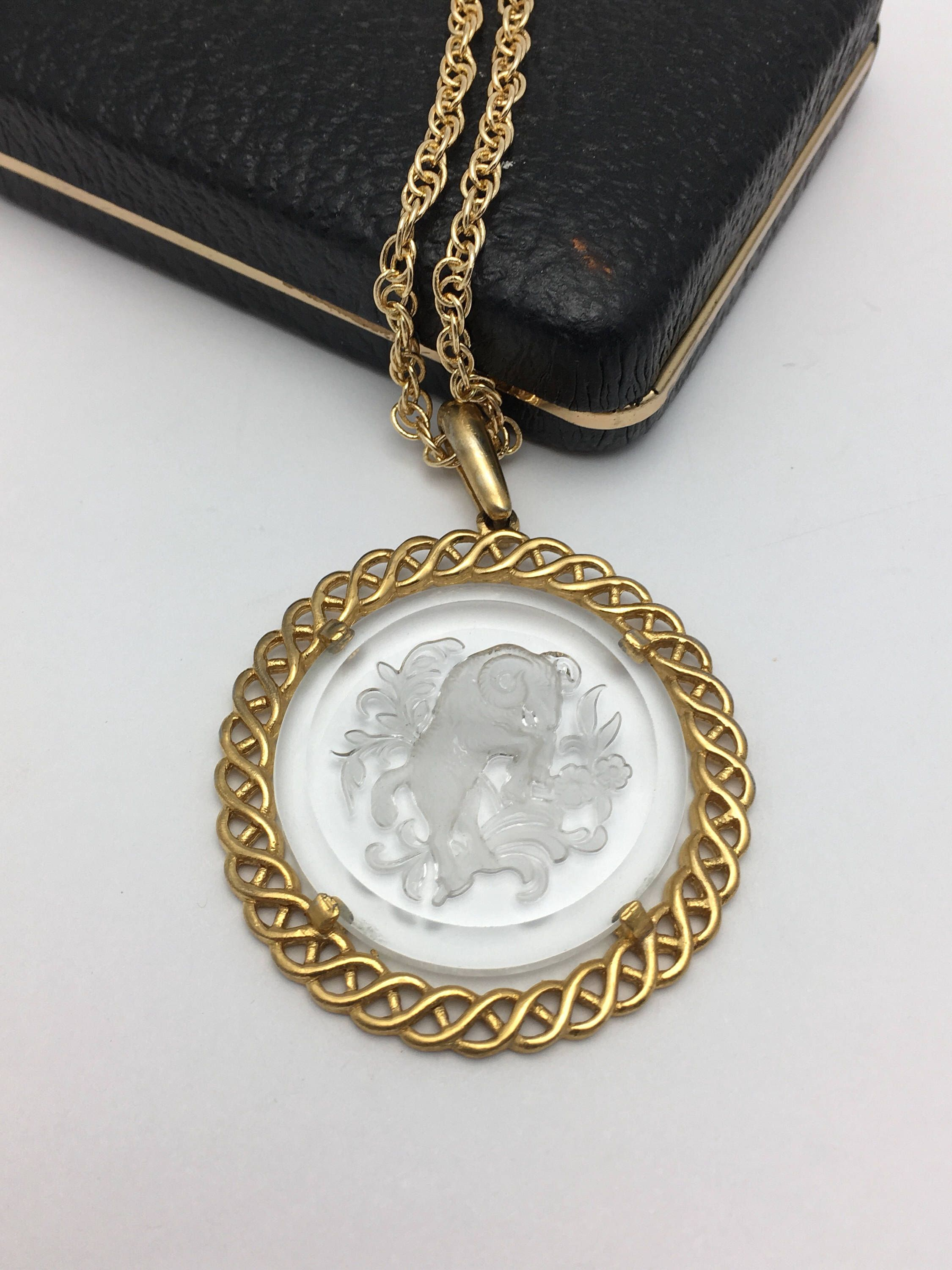 locket cameo vintage intaglio goldette jeweldiva pendant glass necklace