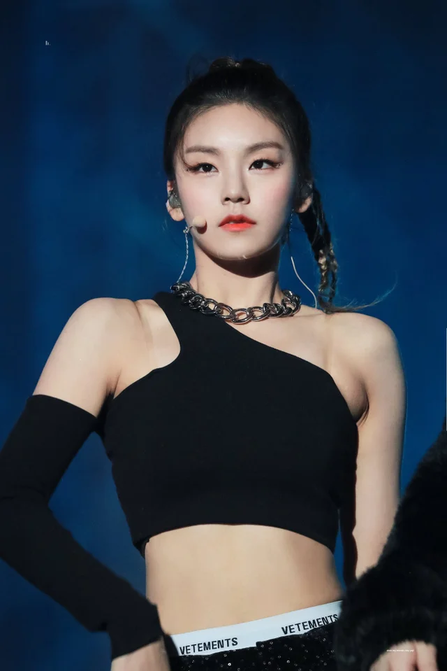 Reddit The Front Page Of The Internet Itzy Kpop Girl Bands Kpop Girls