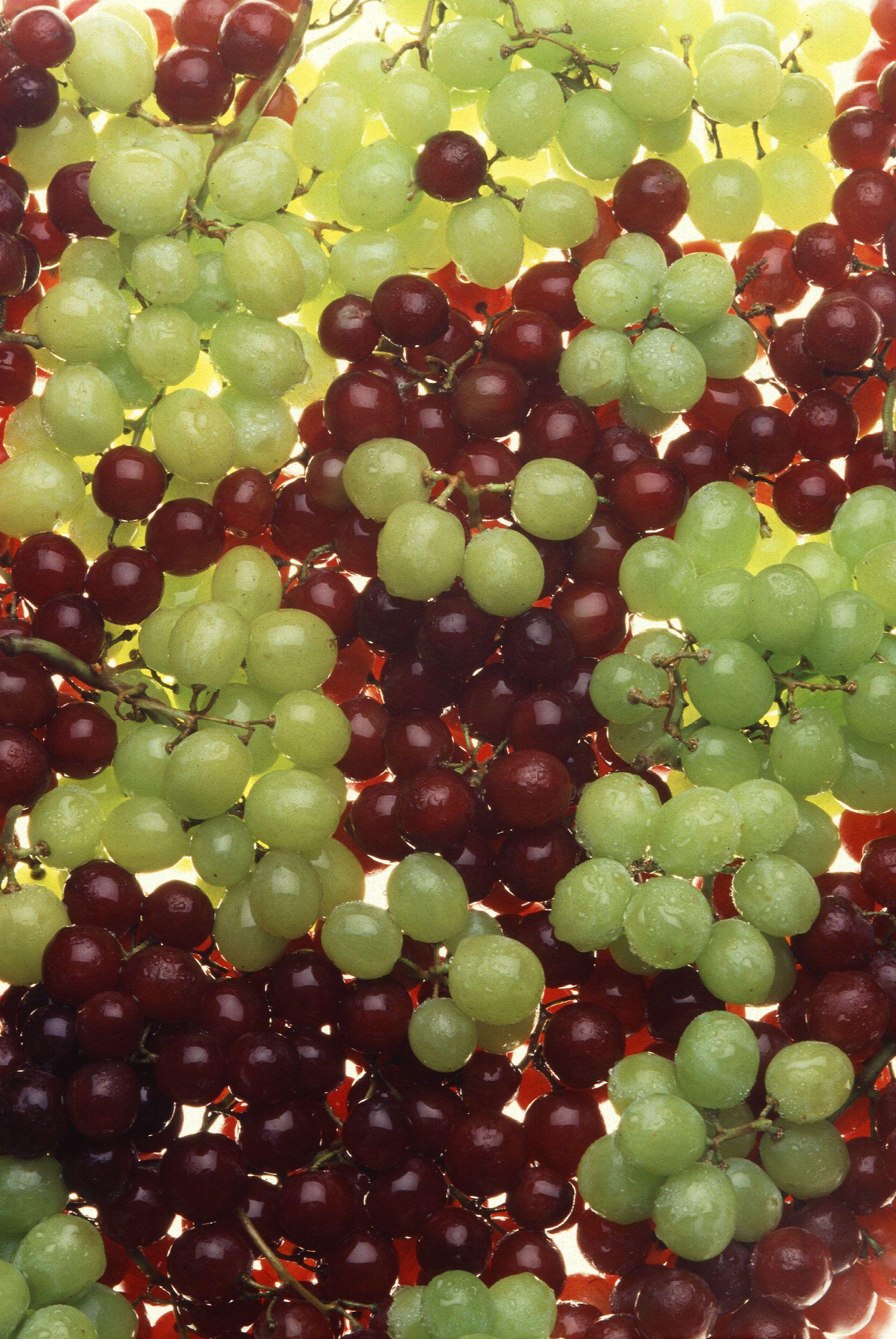 تفسير حلم العنب الأخضر لابن سيرين بالتفصيل حسب الحالة الاجتماعية Green Grapes Nutrition Fruit Grape Diet