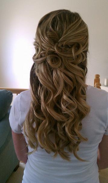 Curly Half Up Wedding Hair Beach Wedding Pinterest Frizurak