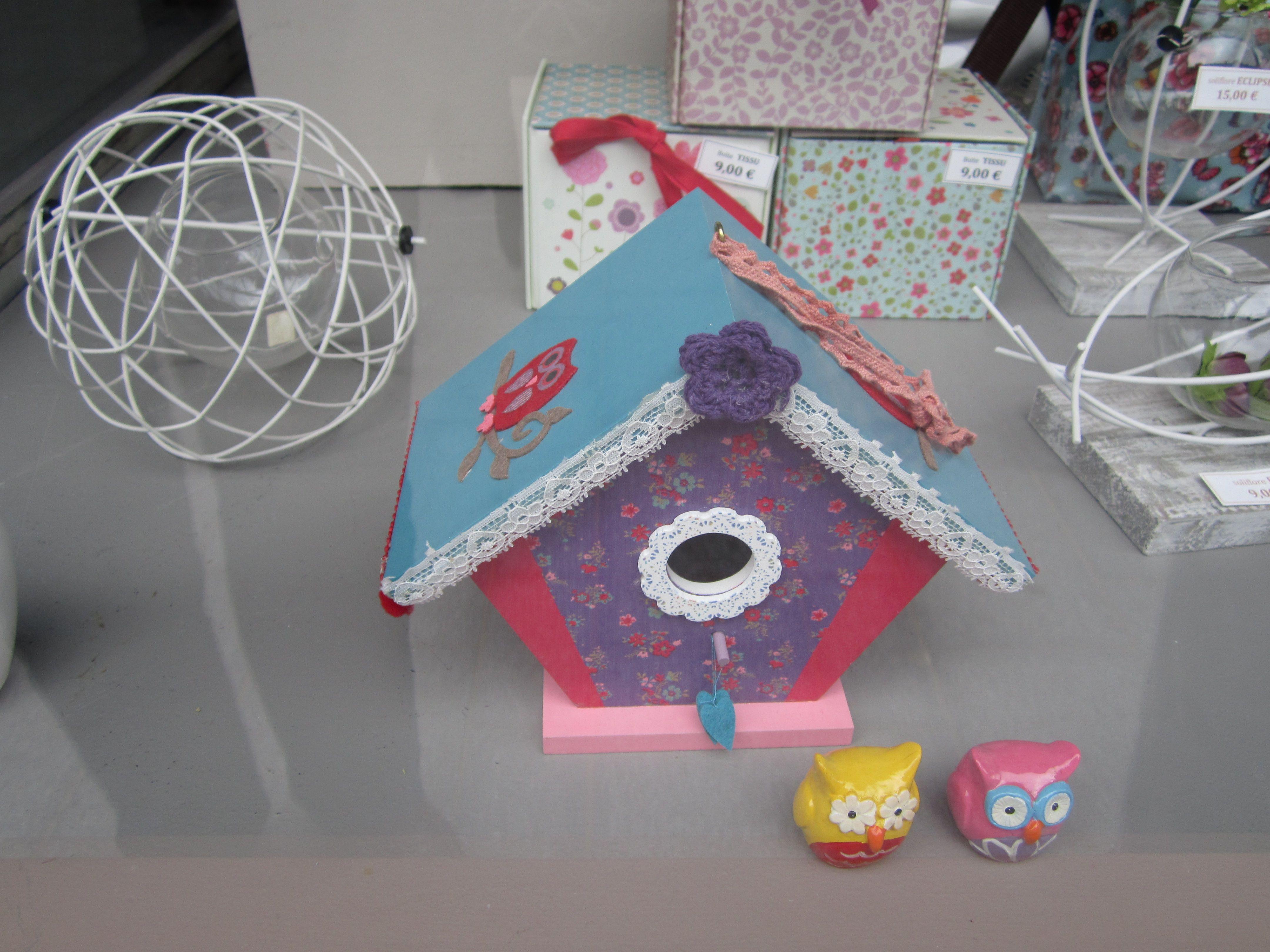 maison d'oiseau bien coloré