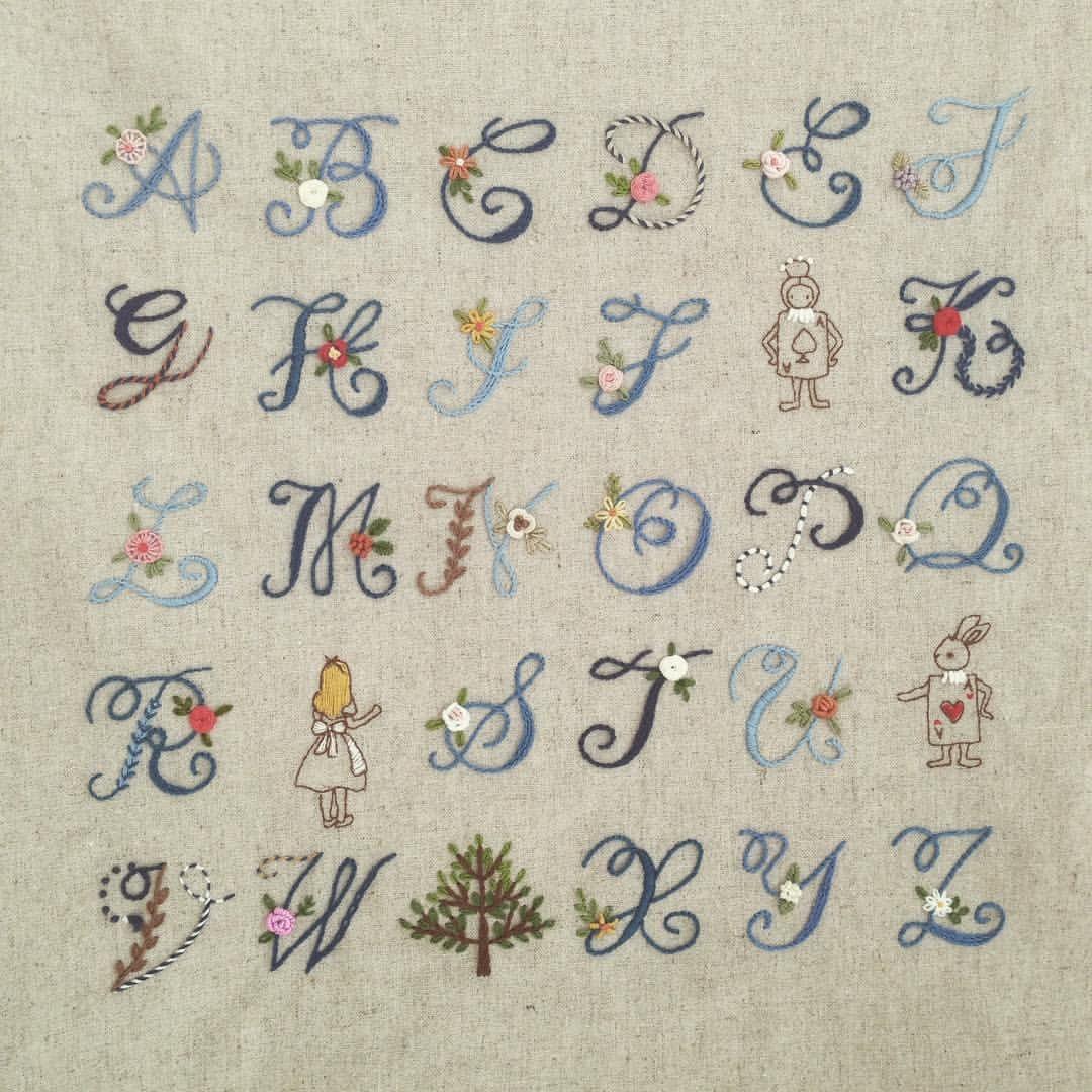 좋아요 171개 댓글 16개 Instagram의 프랑스자수 작가 케이블루 K Blue74 님 알파벳이니셜 프랑스자수 케이블루의프랑스자수 자수타그램 알파벳 이니셜자수 이니셜 モノグラムの文字 クロスステッチ 図案 刺繍 図案
