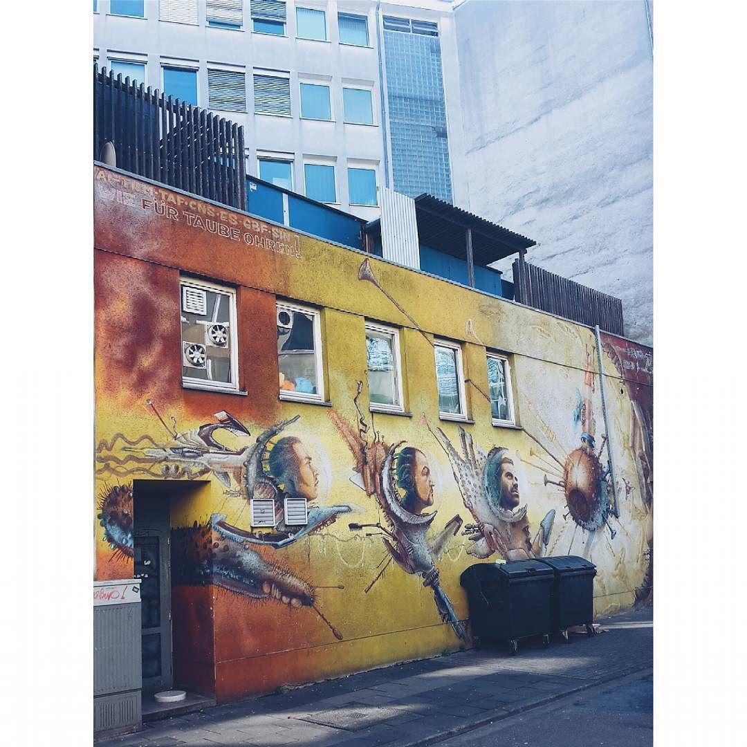 #grafitti #streetart #scifi #cologne #warm #colours #city #street #art #vscolove #vscocam #vscoaddict #instagood #instabla #buildings #wall #wand #köln #stadt #farben #kunst #hübschhässlich #heads #köpfe by janajaguar