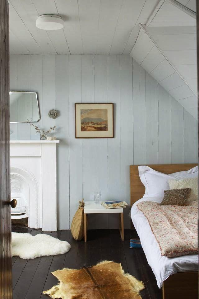 Keltainen talo rannalla: Rustiikkista, kirpparityyliä ja valkoista