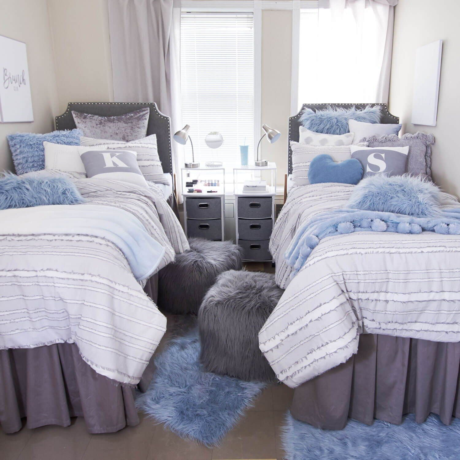 Living In An Uptown World This Glamorous Dorm Room Is Perfect For The Girl Who Appreciates Classic St Elegant Dorm Room Dorm Room Colors College Bedroom Decor