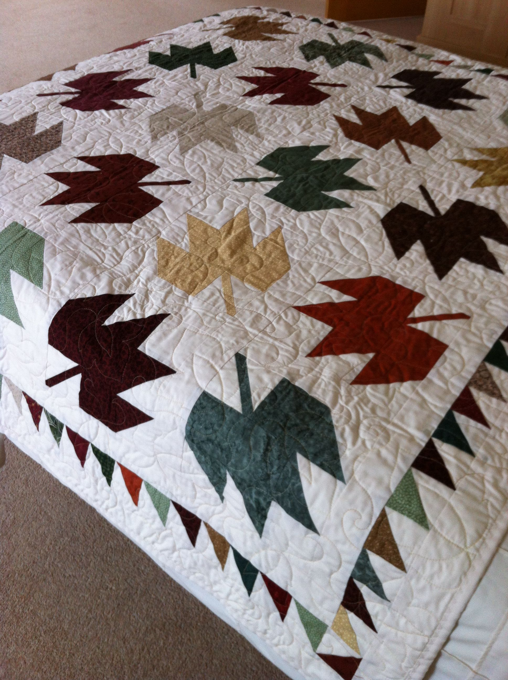 Pin by Mária Fazekas on quilting   Fall quilts, Quilting designs ...