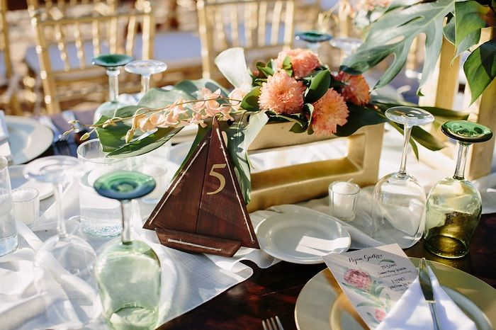 Wedding Reception on The Beach Decorations | Wedding Tablescape | Fab Mood #weddingdecor #beachwedding