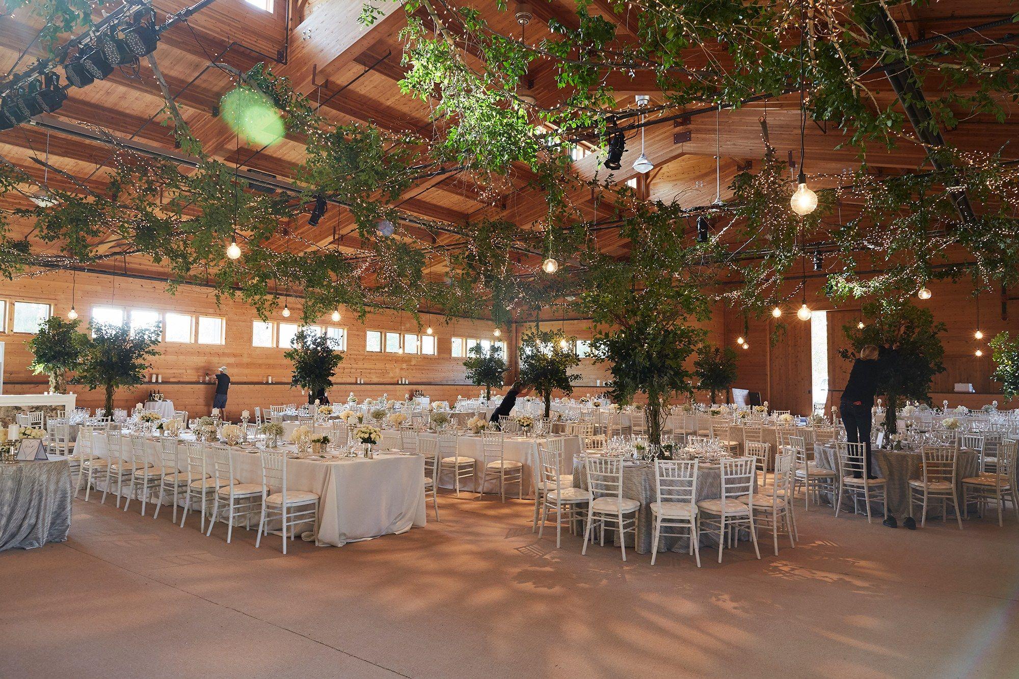 Pamela Tick S Understated Yet Elegant Wedding In Aspen Wedding Catering Near Me Wedding Venues In Virginia Elegant Wedding