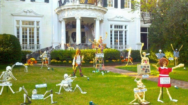Halloween Display At The Wedding Cake House On St In New Orleans