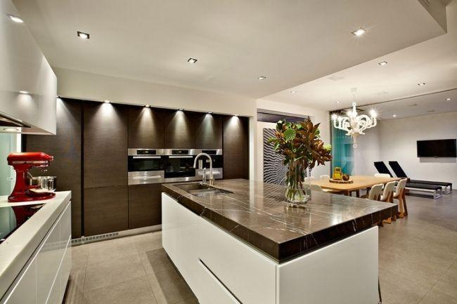 Wohnideen Küche modern weiß braun marmor arbeitsplatte home