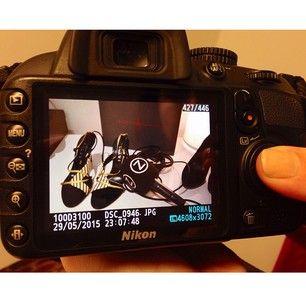 El equipo de Zapea TVE ya se ha pasado por nuestra agencia para grabar y conocer la #ventasecreta de @Secretos Sd de Armario . Os iremos enseñando más cosas porque hay prendas increíbles. #pressandpr #fashion #popupstore #love #secretosdearmario