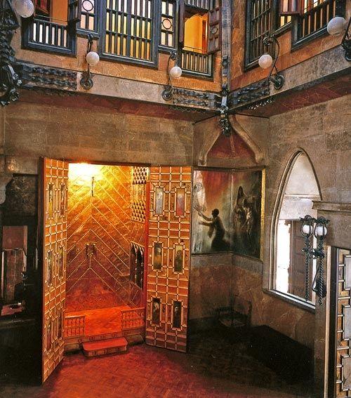1886-1888Palacio Güell El Palacio consta de ocho plantas