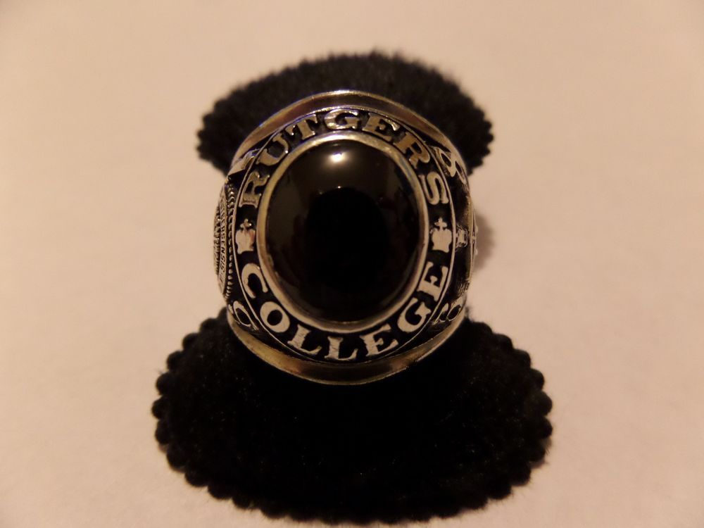 Vintage 1968 10k white gold 1968 rutgers college ring 32