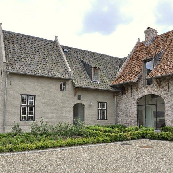 Exclusief landhuis met buitenzwembad en poolhouse houses nijven pinterest huizen met en gevel for Moderne stijl gevel