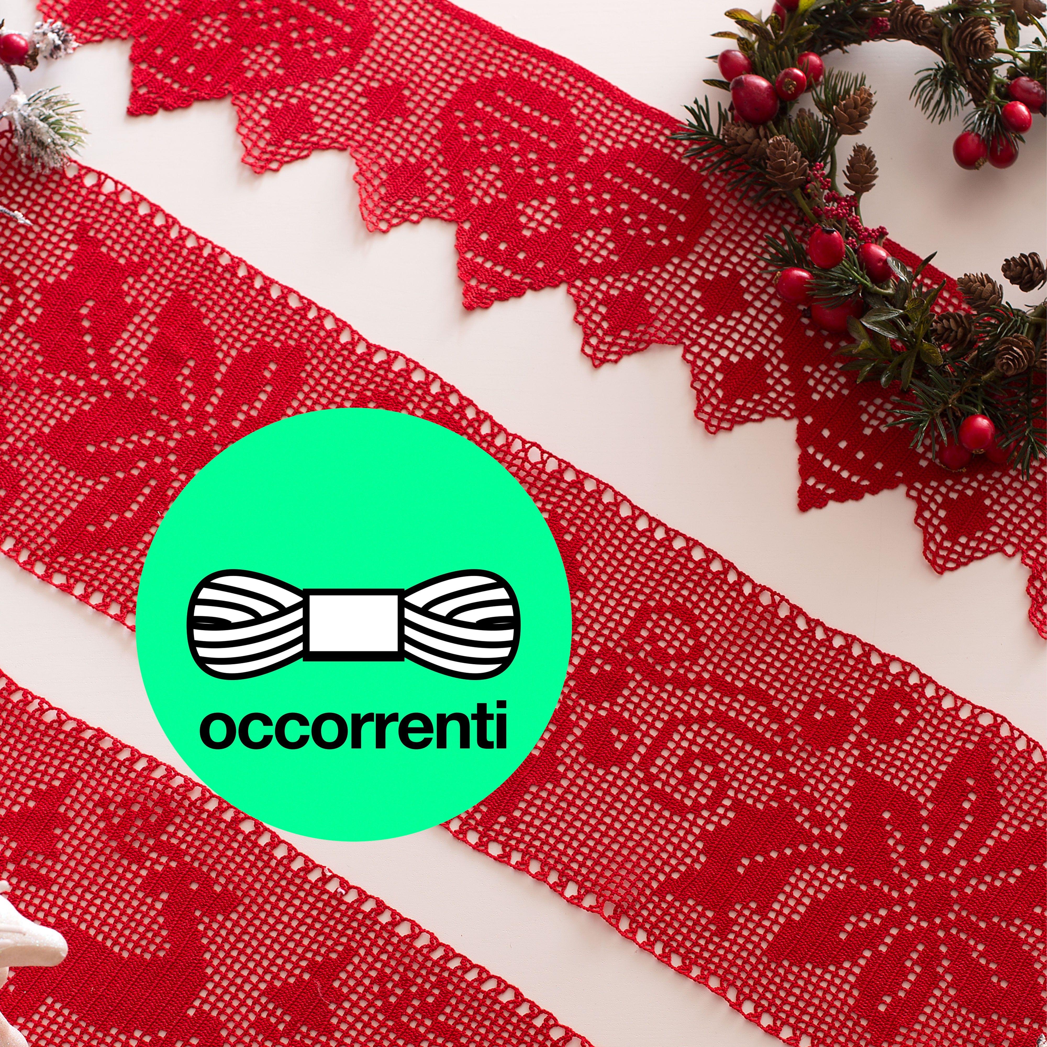 Occorrente, 1 gomitolo di cotone cordonetto rosso numero 16, per realizzare la bordura con cuori ad uncinetto filet. Schema in regalo sul Mani di Fata di Dicembre 2014