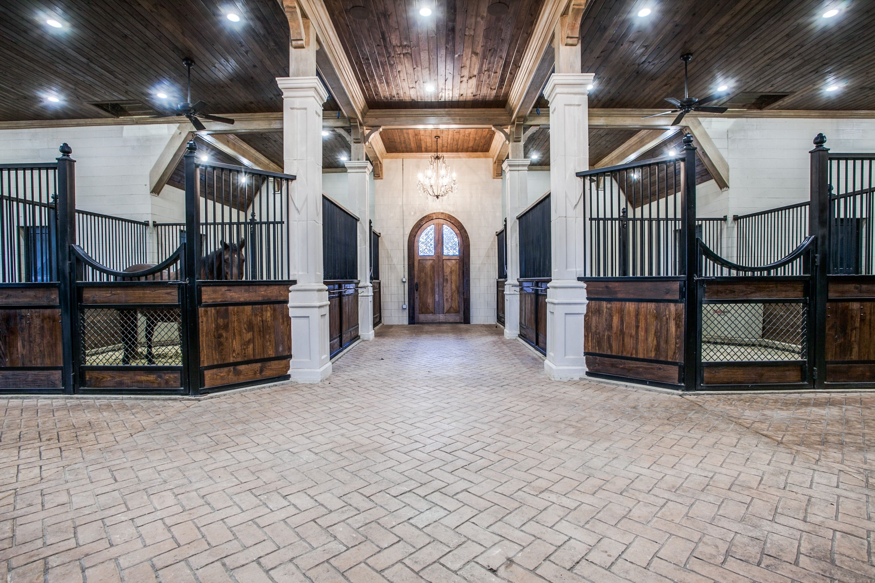 20 Luxurious Stables That You'll Want to Live in with Your ...