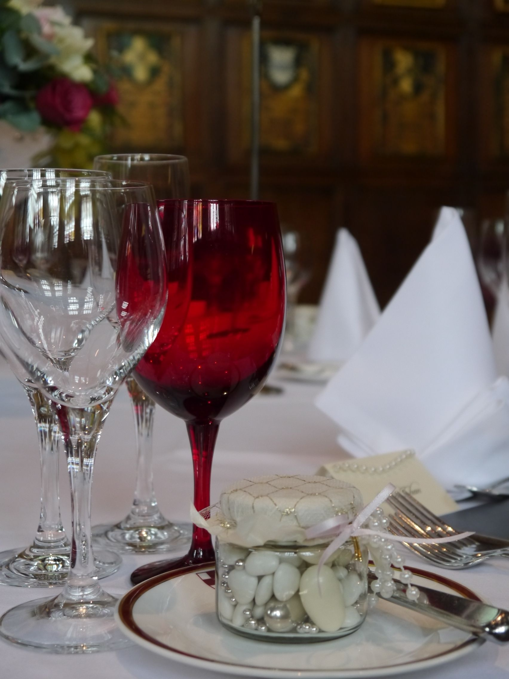Wedding favours and red glasses