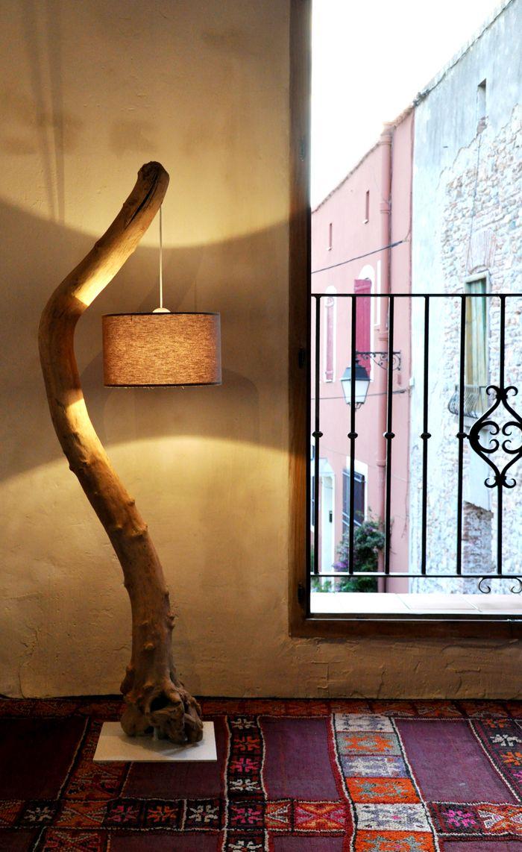 Un lampadaire déporté au fil de lueau bois flotté driftwood