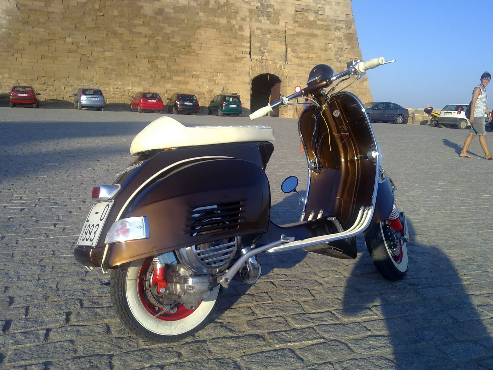 Vespa cafe racer vespa love pinterest vespa vintage for Vespa cafe racer