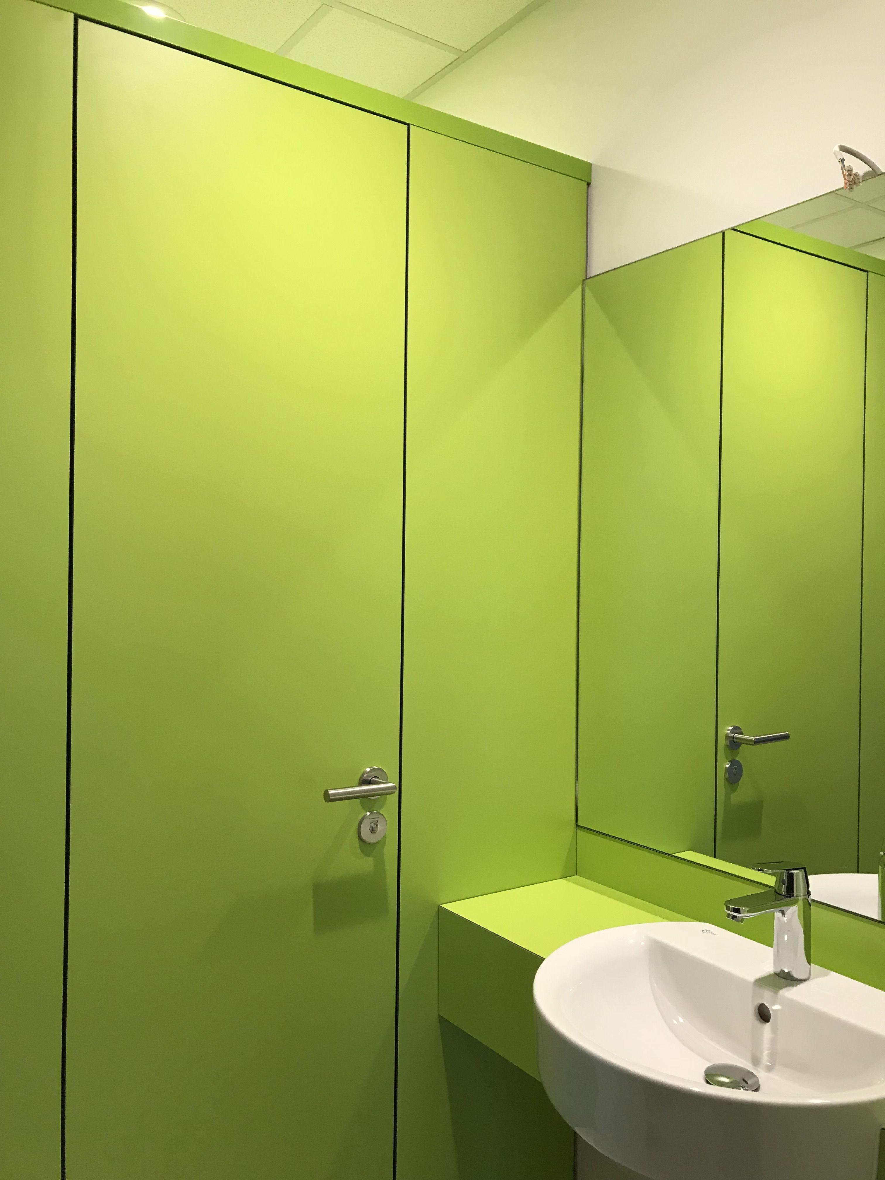 Trennwandanlage Primo F Von Kemmlit In Farbe Limonengrun Verwaltungsgebaude Trennwand Industrie