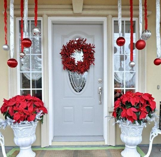 Ideas for your Front Door Christmas Decoration @ http://elenaarsenoglou.com/?p=6877#