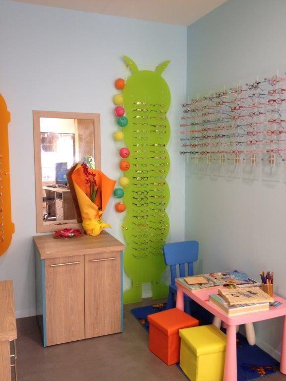 optique showroom jcda agencement du magasin d 39 optique fanlou 32 espace enfant agencement. Black Bedroom Furniture Sets. Home Design Ideas