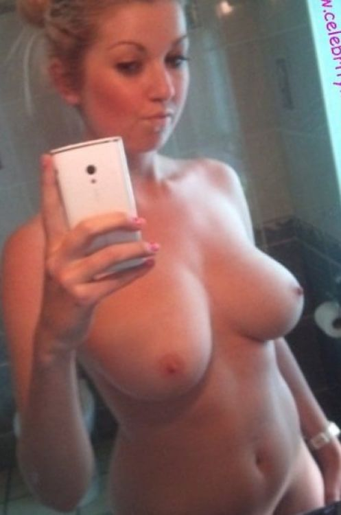 Kaley Cuoco Leaked Nude Picture