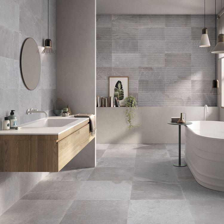 Badezimmer Mit Badewanne Und Fliesen In Steinoptik Badezimmer - Fliesen in kopfsteinpflasteroptik