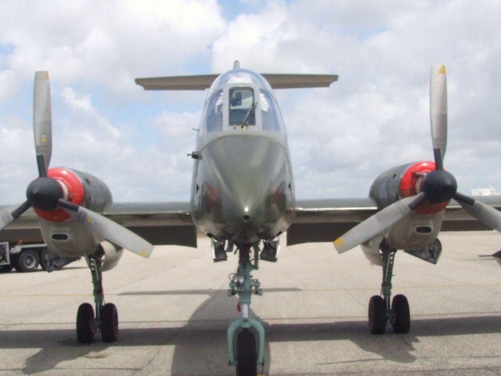https://flic.kr/p/5CfVka | Força Aérea Uruguaia - Pucará | Aeronave de fabricação argentina, ataque ao solo, velocidade máxima de 729 km/h. Um piloto e um navegador.Vel. de cruzeiro 432 km/h.