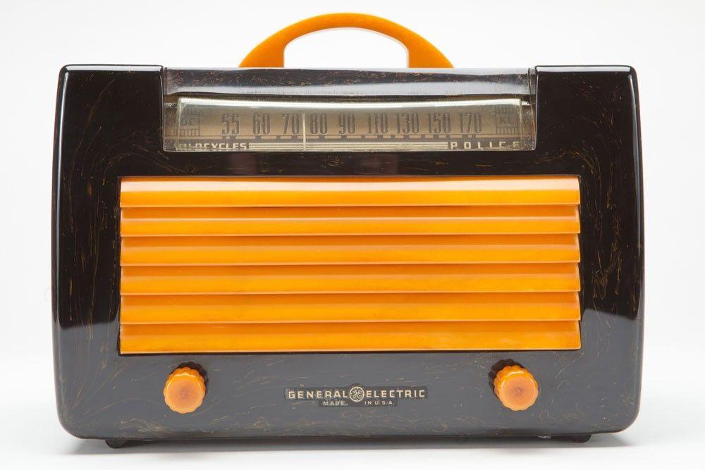 Catalin General Electric L-570 Art Deco Radio in Black + Yellow | Radios | Decophobia | 20th Century Design