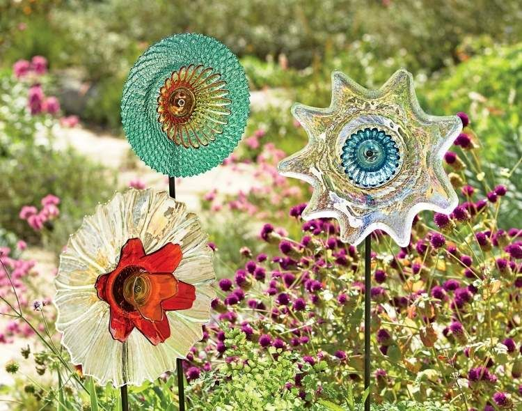 Decoration De Jardin En Fleurs Diy Plus De 30 Idees Creatives Garden Art Glass Plate Flowers Glass Garden Art