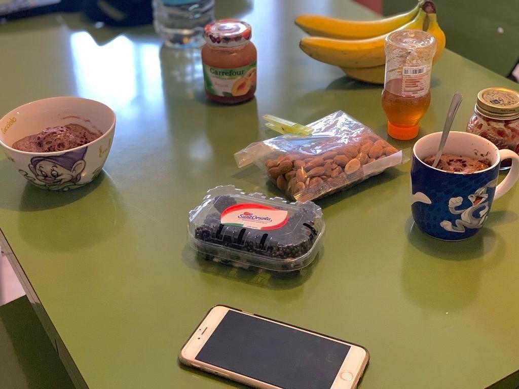 #MUG #CAKE #PROTEICO 🥧,con #banana 🍌, #more ,#miele 🍯 e #mandorle 🥜 😋  Per incominciare bene la sett...