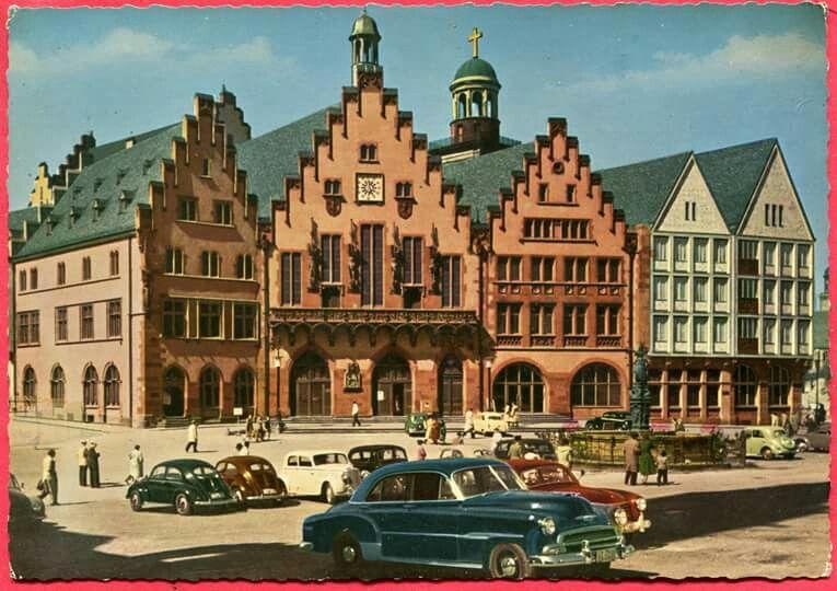 FRANKFURT , ROEMER CA 1960 . WURDE 1952 WIEDER AUFGEBAUT