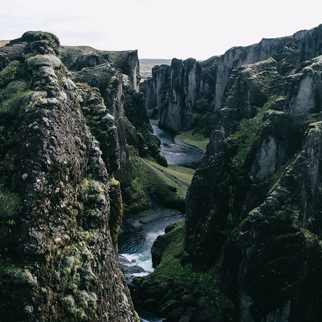 This Canyon we definitely cannot pronounce! BUT so stunningly beautiful. This canyon in South East iceland is up to 100m deep and about 2kms long. We got to walk above the cliffs, right on the edge and also down where the river is. Put it on your travel list! 🌏📝