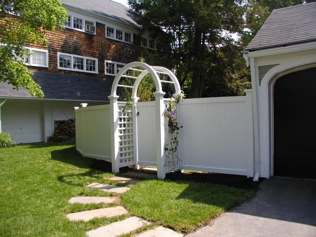privacy picket fence