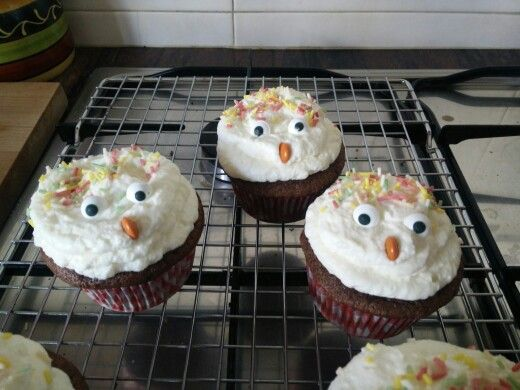 Angry hens: Chocolate and cheese cream frosting cupcakes for children