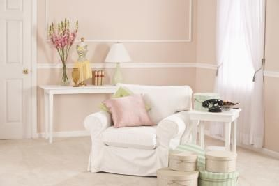 Ways to create a shabby chic look, including ways to do so without changing the surface of furniture.
