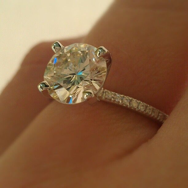WOW this 1.50ct really pops on this petite band by @Simon Starr Starr Starr G.