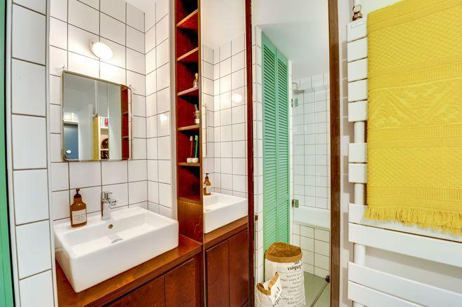 Ambiance maison de vacances dans la salle de bains rétro | Salle de ...