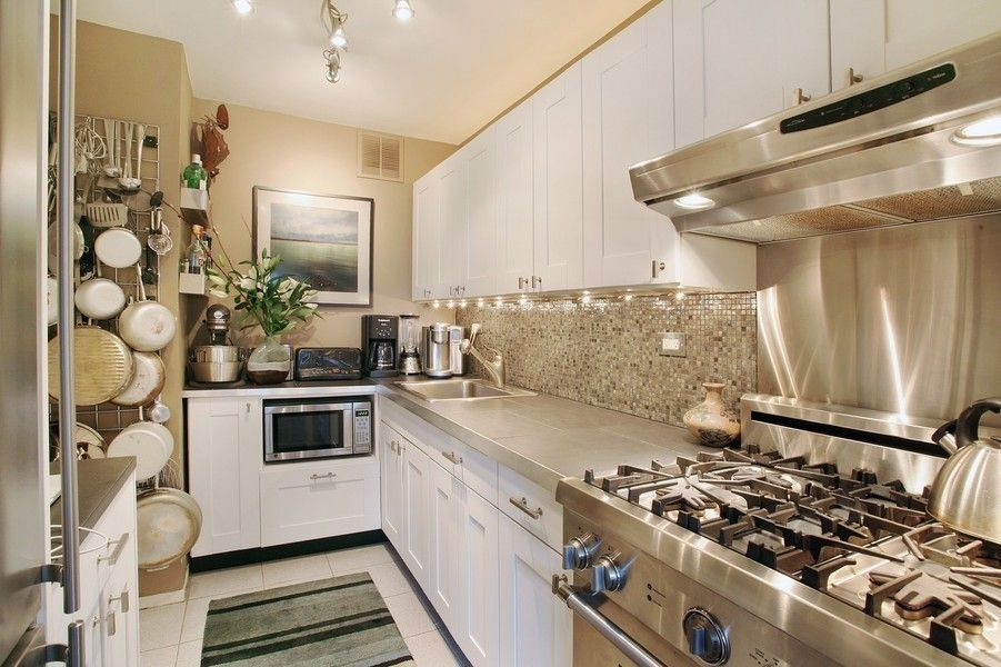 165 West End Avenue #3B is a sale unit in Lincoln Square, Manhattan priced at $725,000.