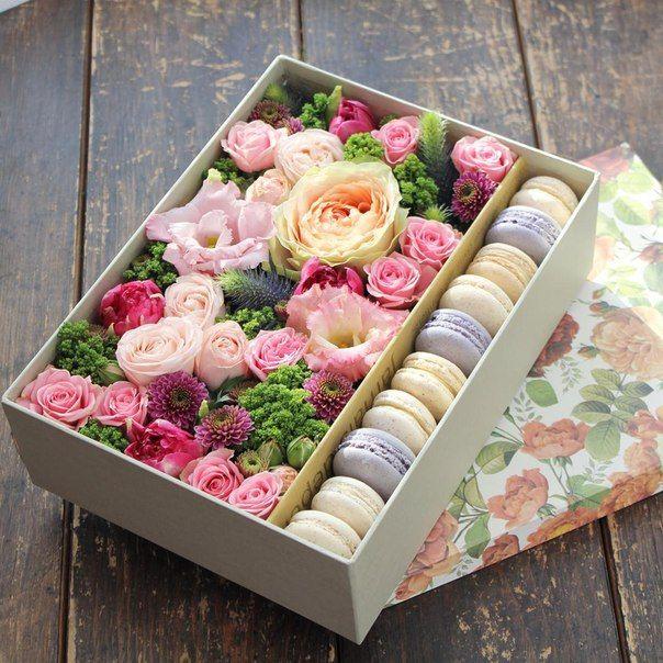Caja de flores con galletas   Arreglos florales rosas   Pinterest ...